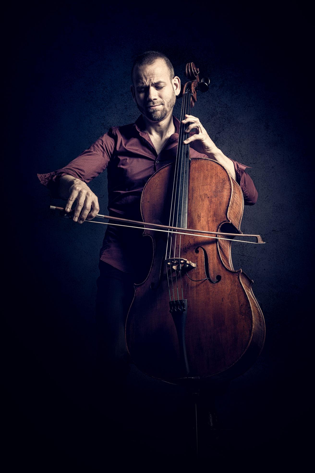 Matthias Hübner - Cellist bei TROjKA